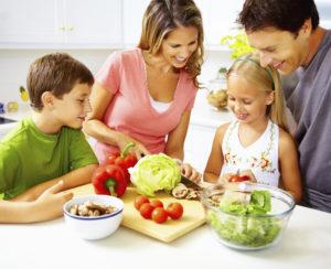 Tips για να τρώει η οικογένειά σας λαχανικά και φρούτα